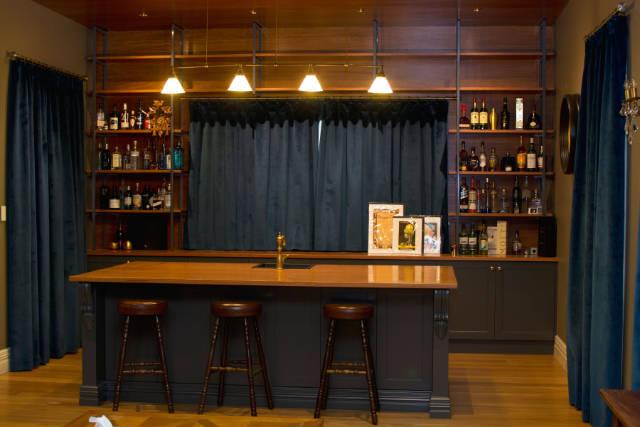 Custom old style bar
