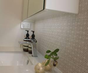 Underslung vanity sink